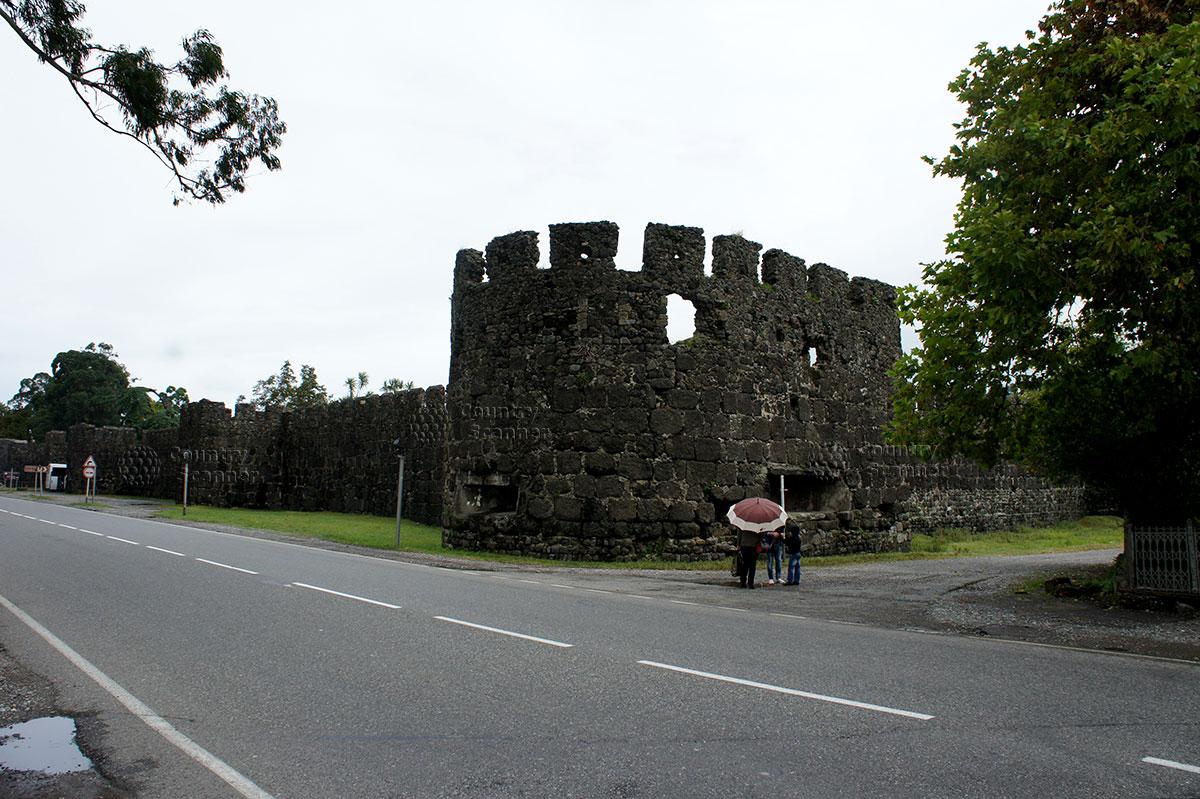 Крепость Гонио. Угловая башня и стены.