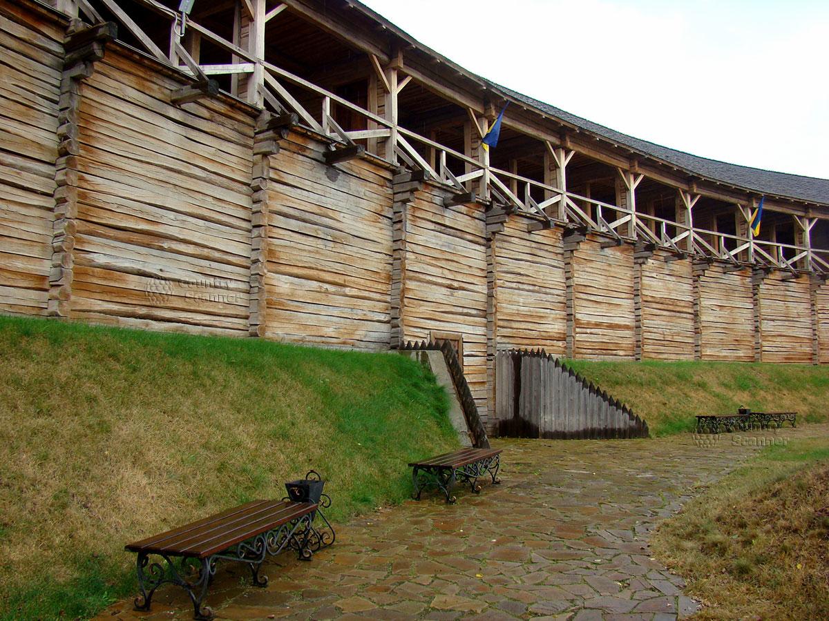 Литовский замок в Батурине. Крепостная стена гетманского детинца.