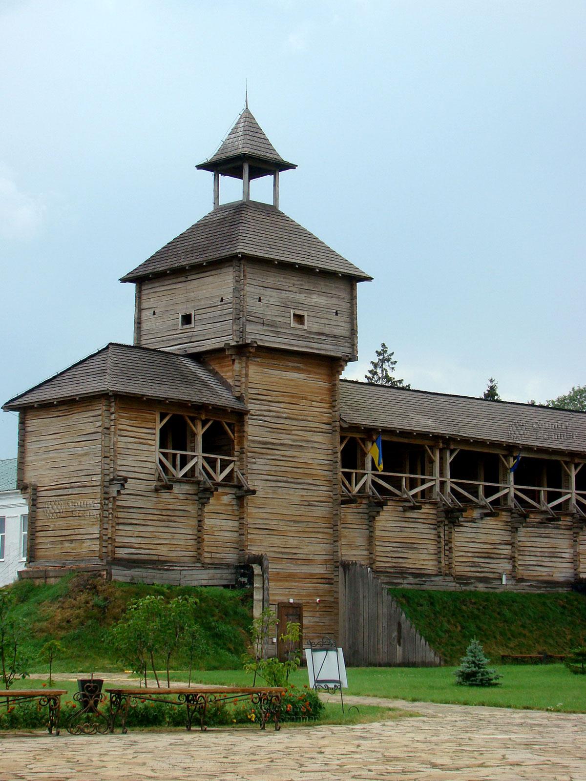 Литовский замок в Батурине. Фланговая сторожевая башня.