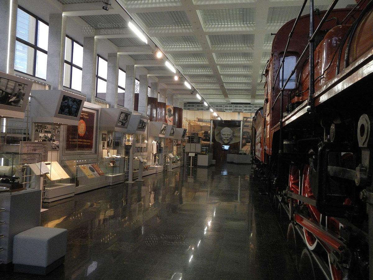 Музей МЖД. Интерьер зала первого этажа.