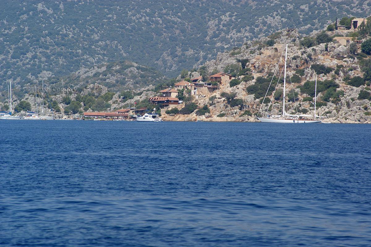 Остров Кекова. Экскурсионные лодки.
