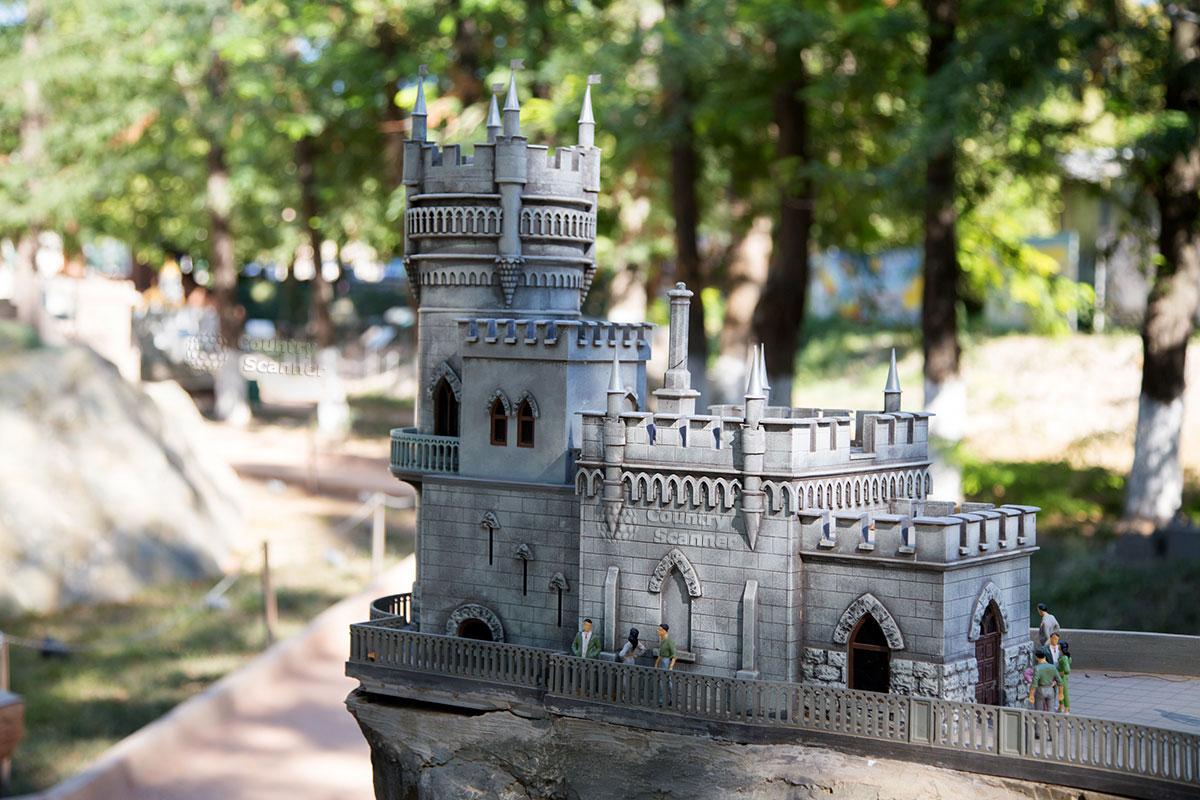 Ласточкино гнездо в Бахчисарайском парке миниатюр
