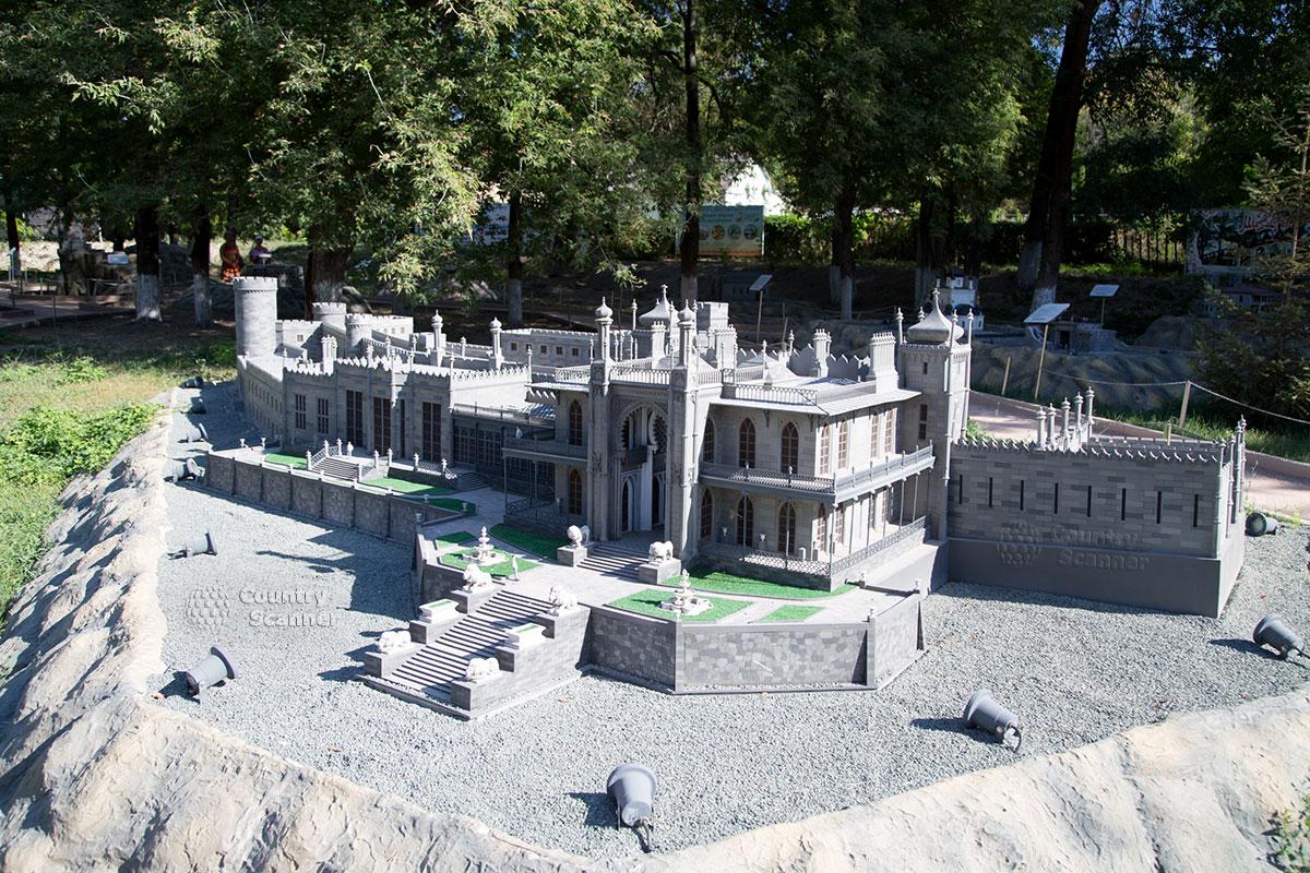 Воронцовский дворец в Бахчисарайском парке миниатюр