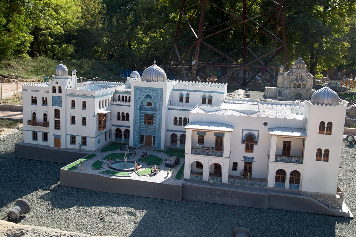Дворец Дюльбер в парке миниатюр Бахчисарай