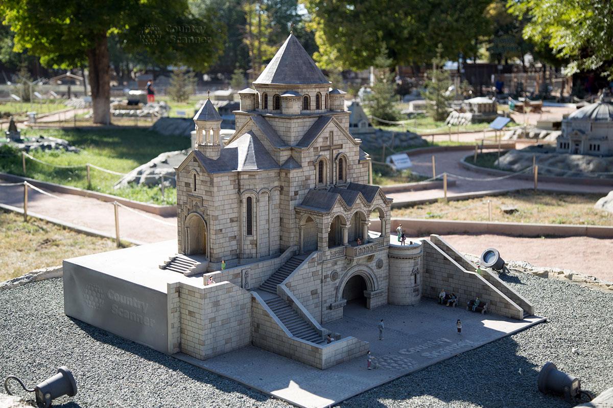 Армянская церковь Святой Рипсимы в парке миниатюр Бахчисарай