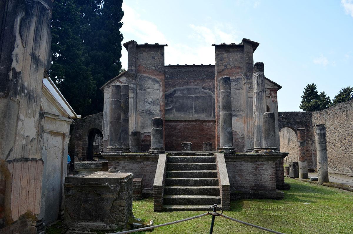 Храм Исиды в городе Помпеи.