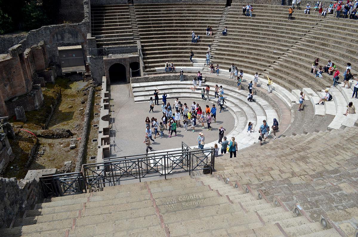 Город Помпеи. Античный театр.