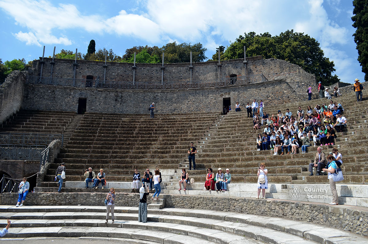 Амфитеатр в городе Помпеи.