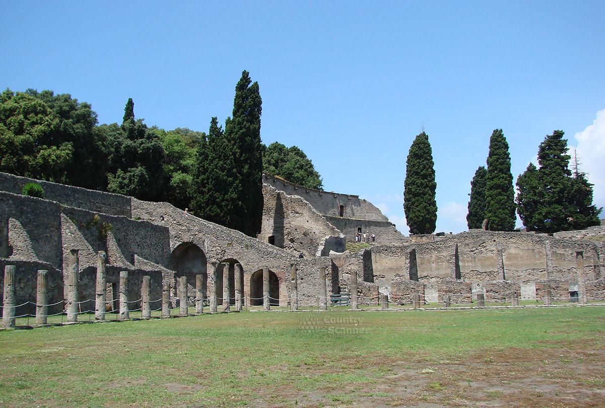 Город Помпеи. Хорошо сохранившаяся античная архитектура.