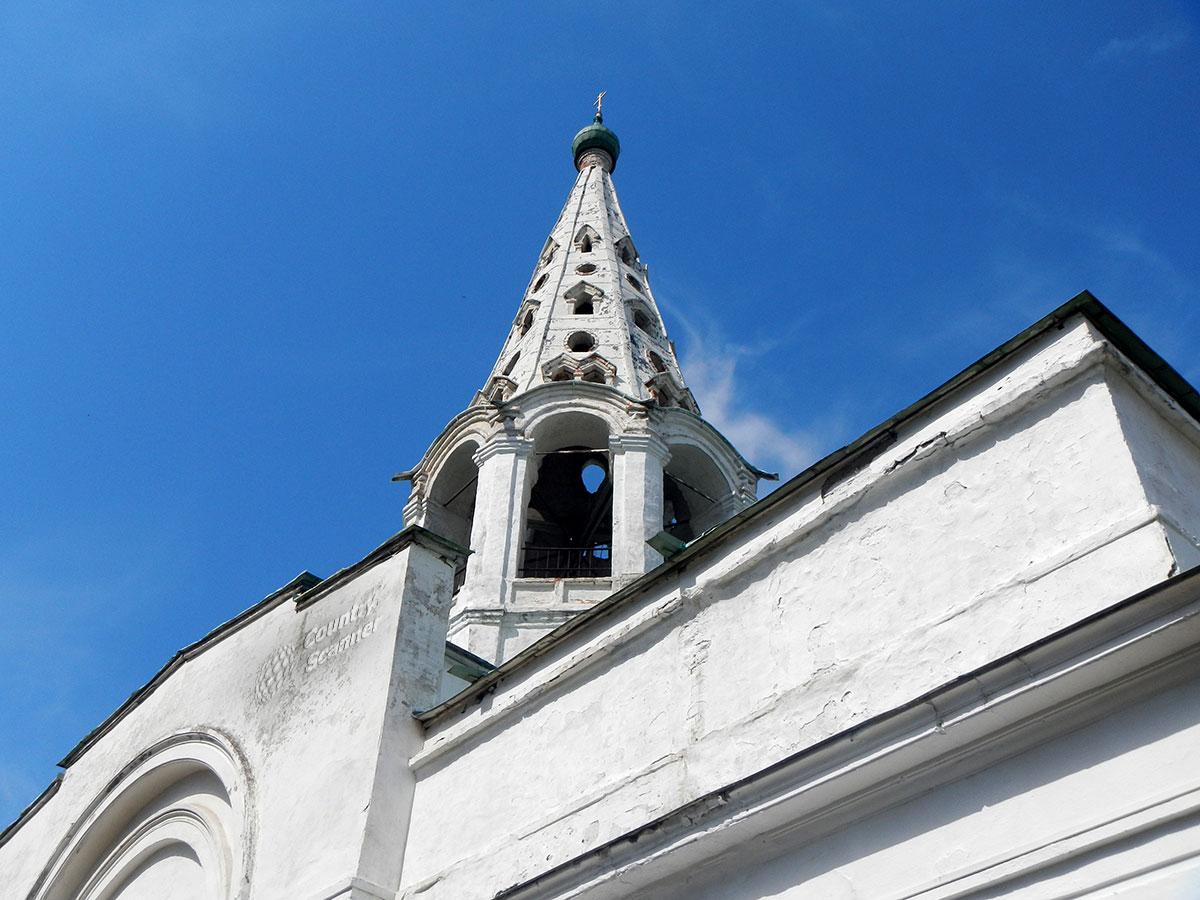 Ажурная колокольня Троицкого собора в Серпухове.
