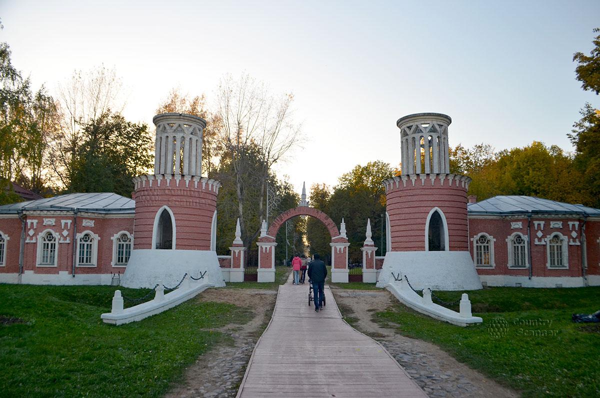 Вход в Воронцовский парк