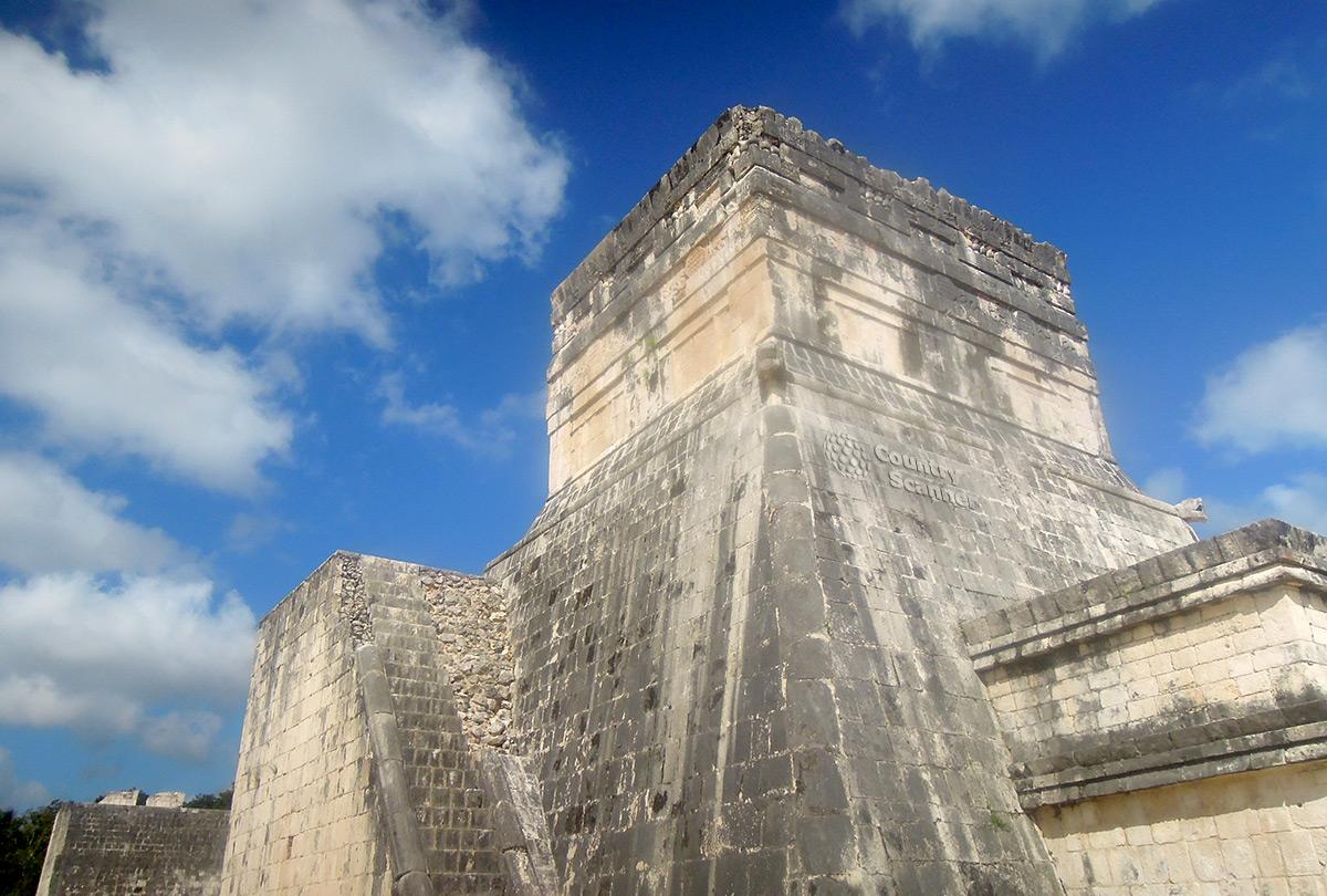 Чичен-Ица. Храм на вершине пирамиды