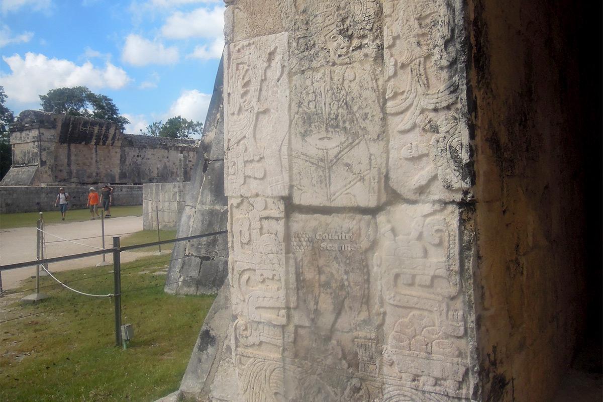 Чичен-Ица. Детали оформления колоннады