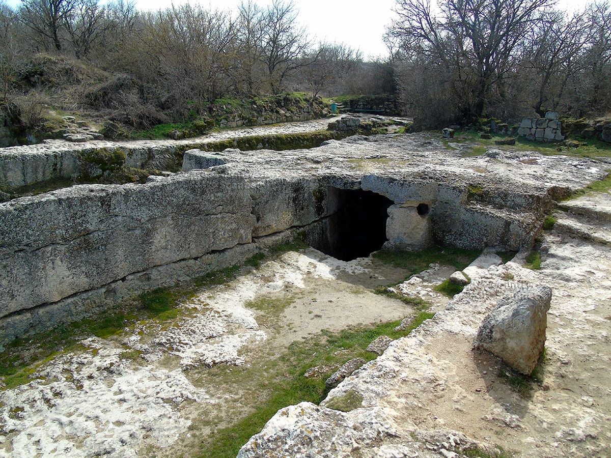 Руины пещерного города Чуфут Кале.