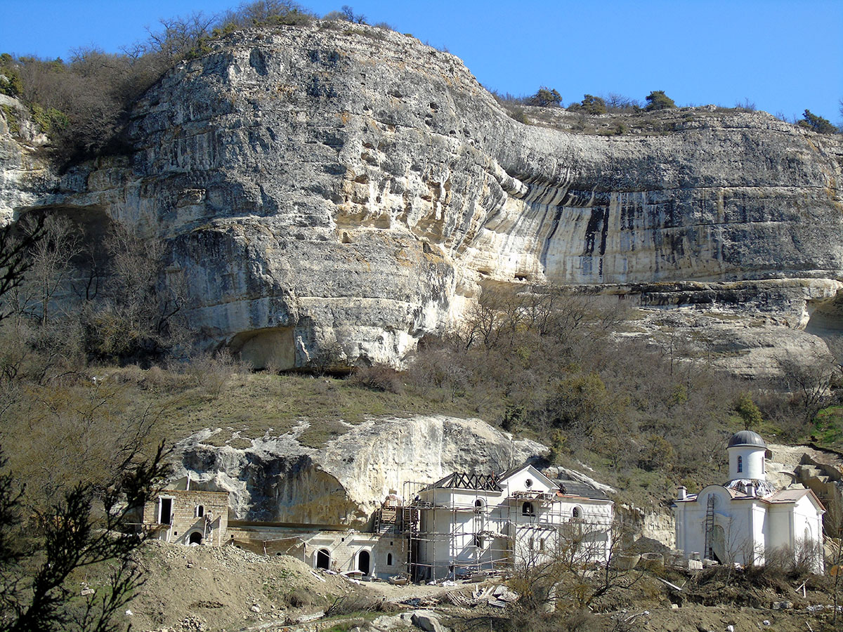 Мужской монастырь неподалеку от Чуфут-Кале.