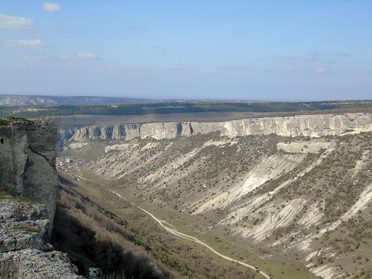 Чуфут-Кале. Внутренний хребет неприступных Крымских гор.