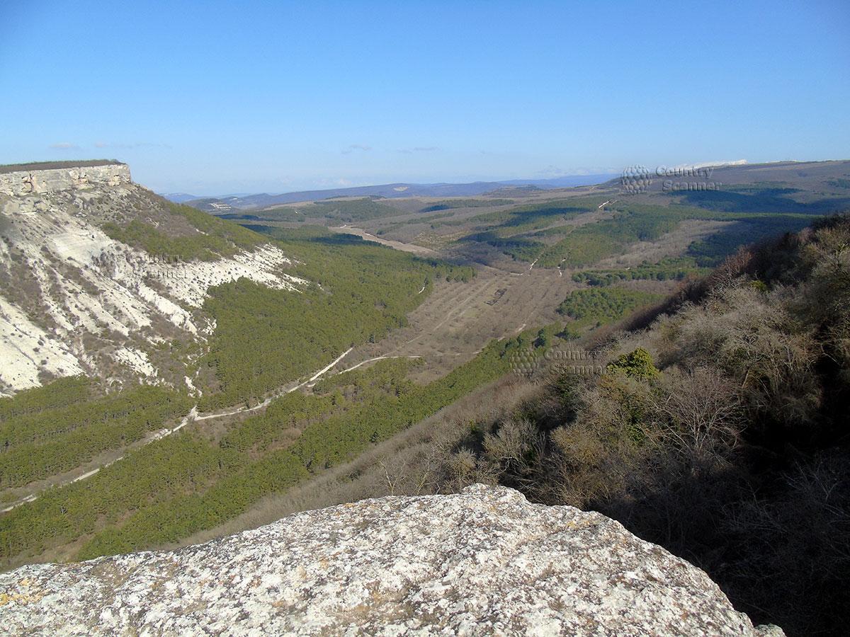 """Чуфут-Кале. Панорама долины, известной как """" Малый Иерусалим""""."""