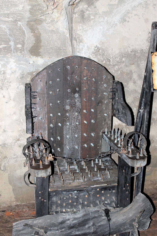 Кресло для жестоких пыток в замке Гродно