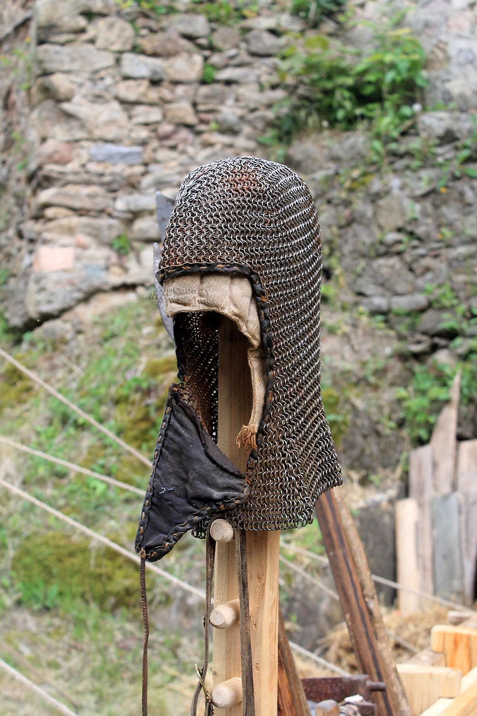Элемент рыцарской одежды в замке Гродно