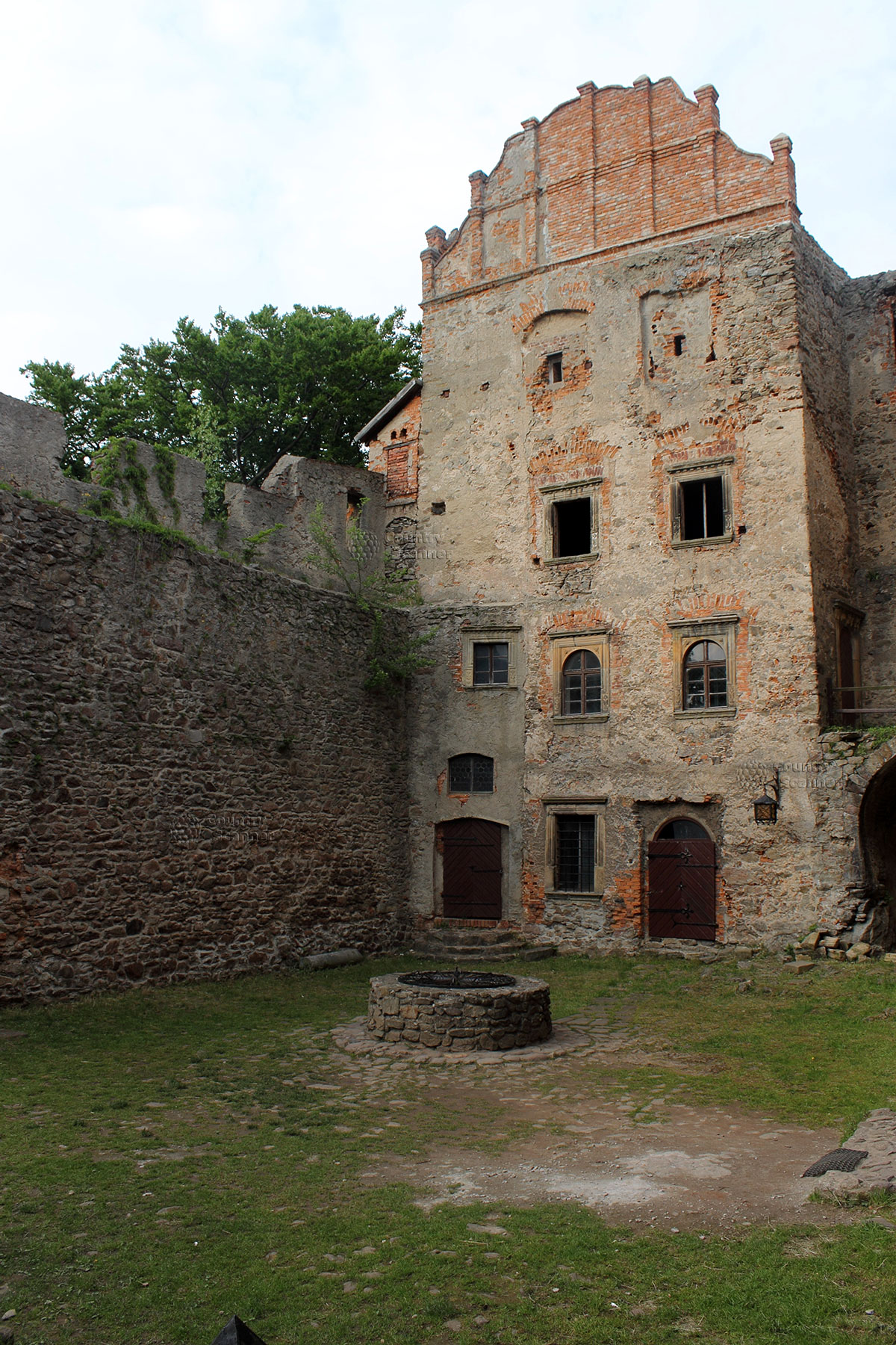 Колодец исполняющий желания в замке Гродно