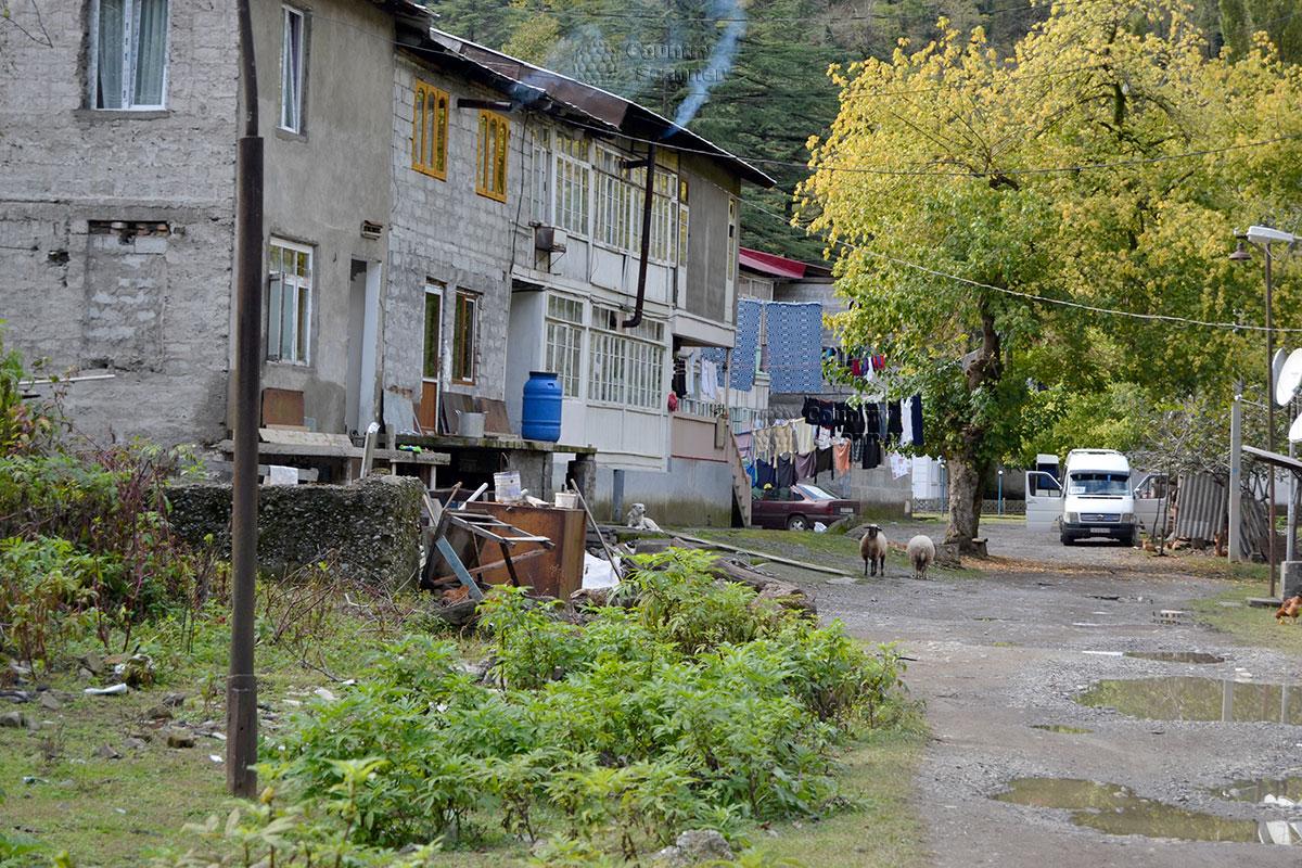 Поселок возле водопада Махунцети