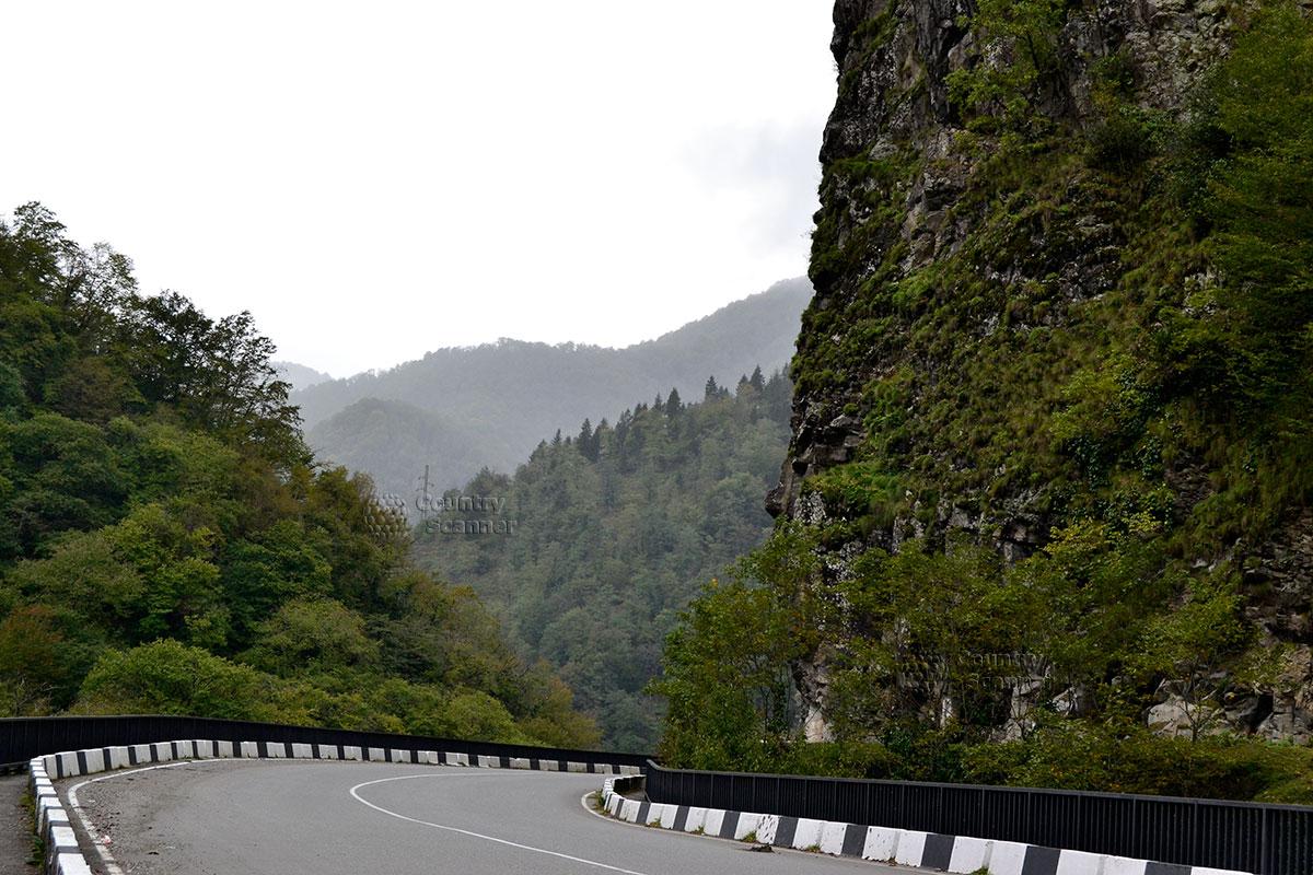 Дорога к водопаду Махунцети