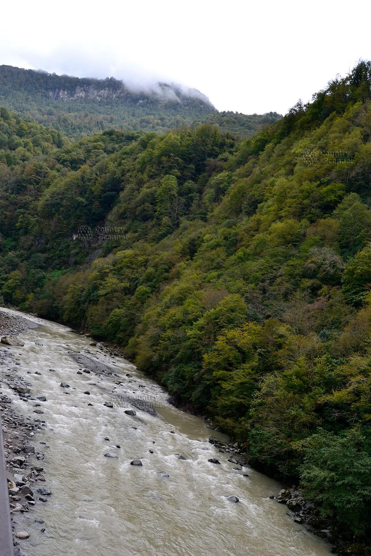 Река Аджаристцхали протекает недалеко от водопада Махунцети
