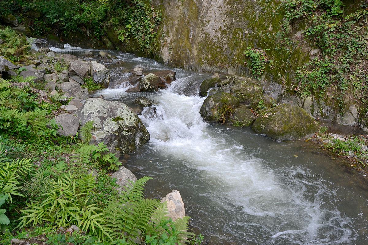 Чаша водопада Махунцети