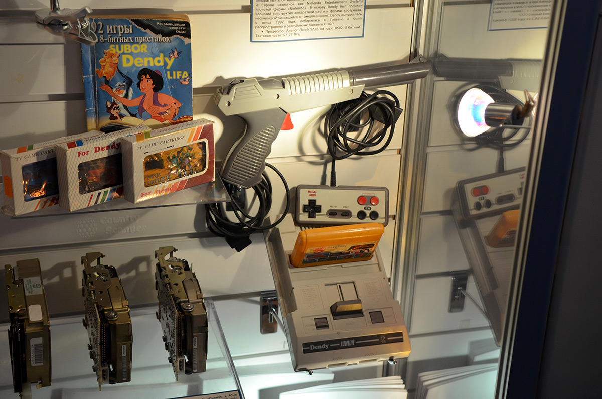 Галерея компьютерной эволюции напоминает об игровых приставках.