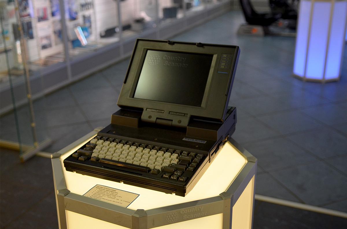 Один из первых ноутбуков, сохраненный в галерее компьютерной эволюции.