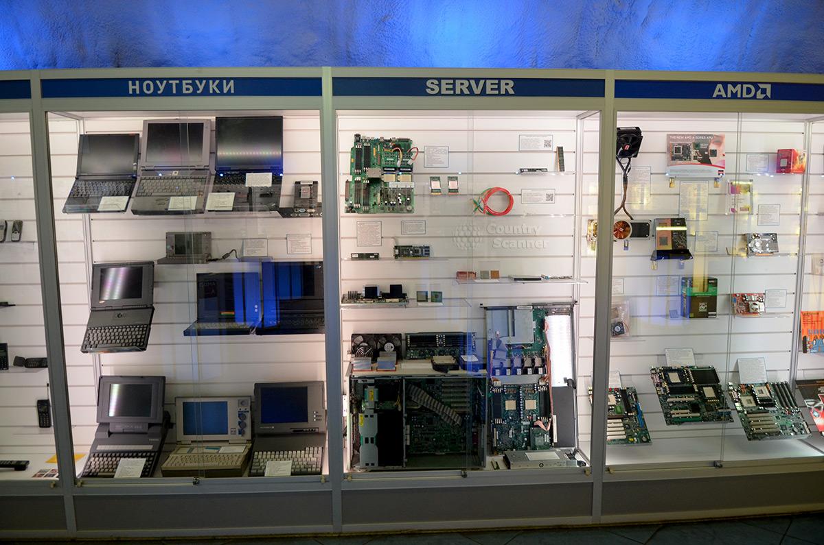 Галерея компьютерной эволюции. Серверы, ноутбуки и другие устройства.