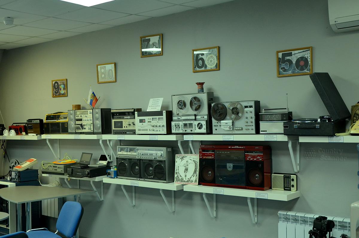 Устройства звуковоспроизведения в галерее компьютерной эволюции.