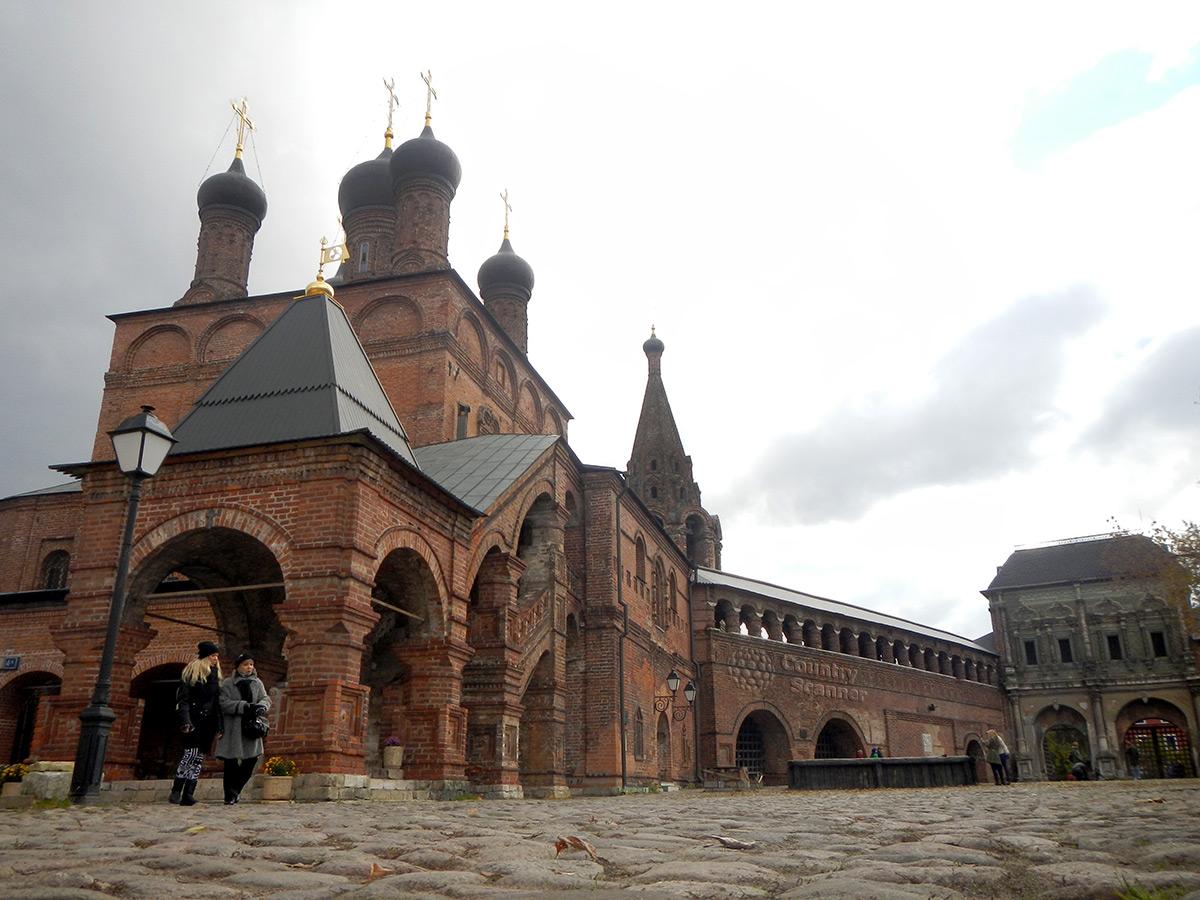 Крутицкое подворье в Москве