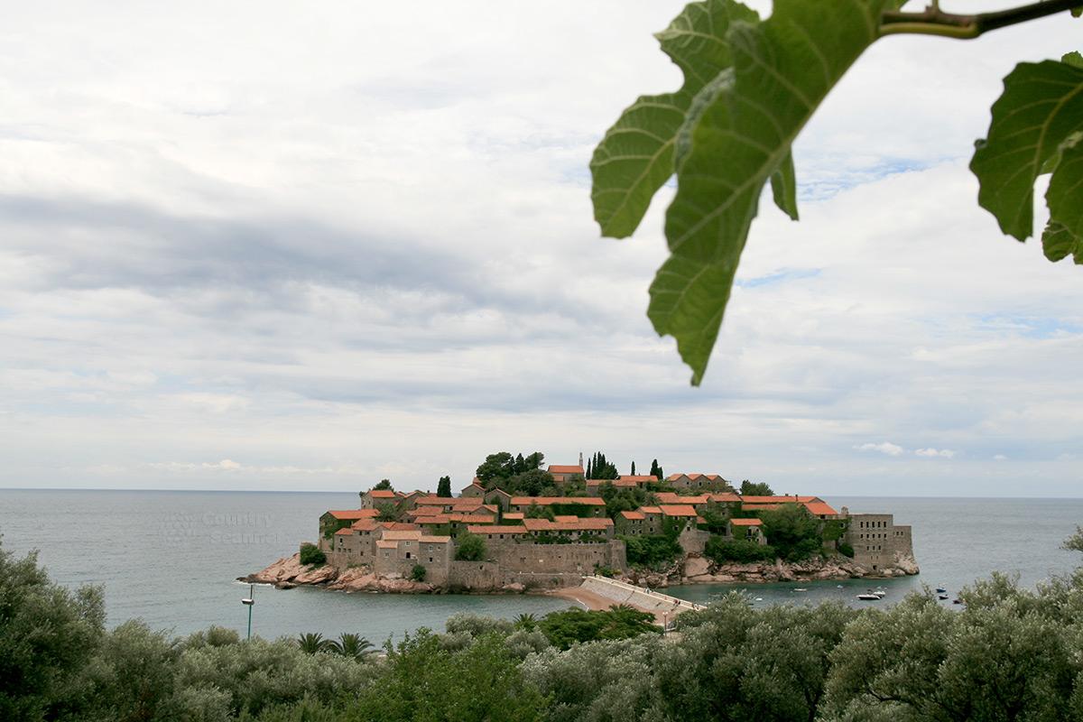 Крепость-отель на острове Святого Стефана.