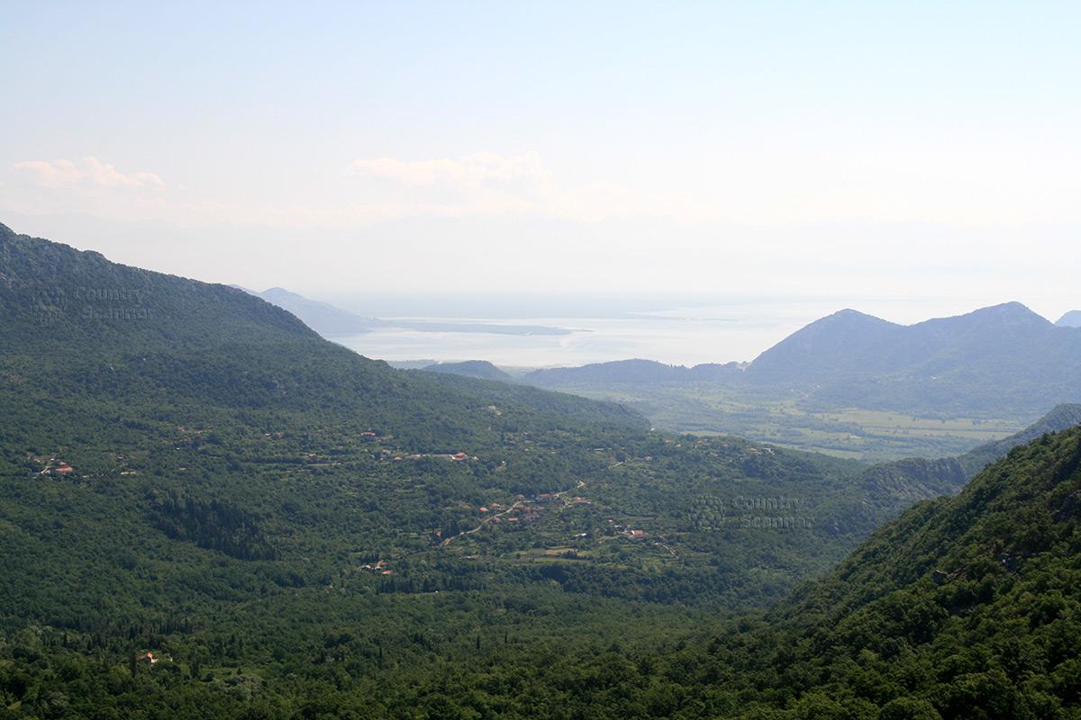 Скадарское озеро. Динарское нагорье.