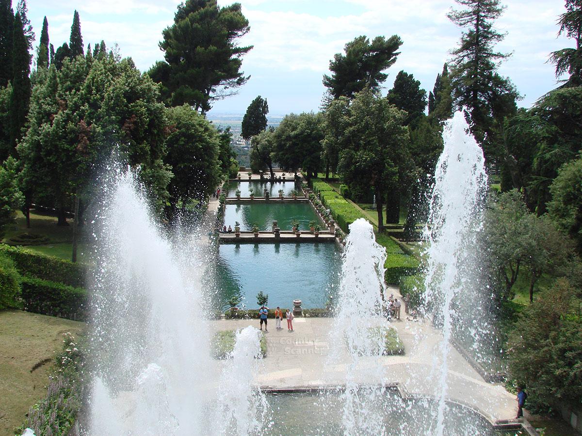 Панорама каскада бассейнов виллы д' Эсте – вид с террасы.