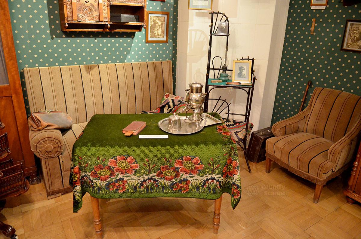 Уголок отдыха гостей и хозяев квартиры Андрея Белого.