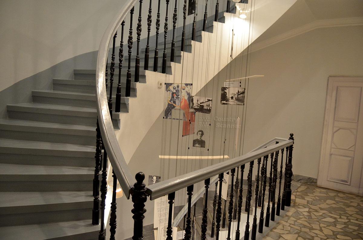 Лестница в подъезде квартиры Андрея Белого.
