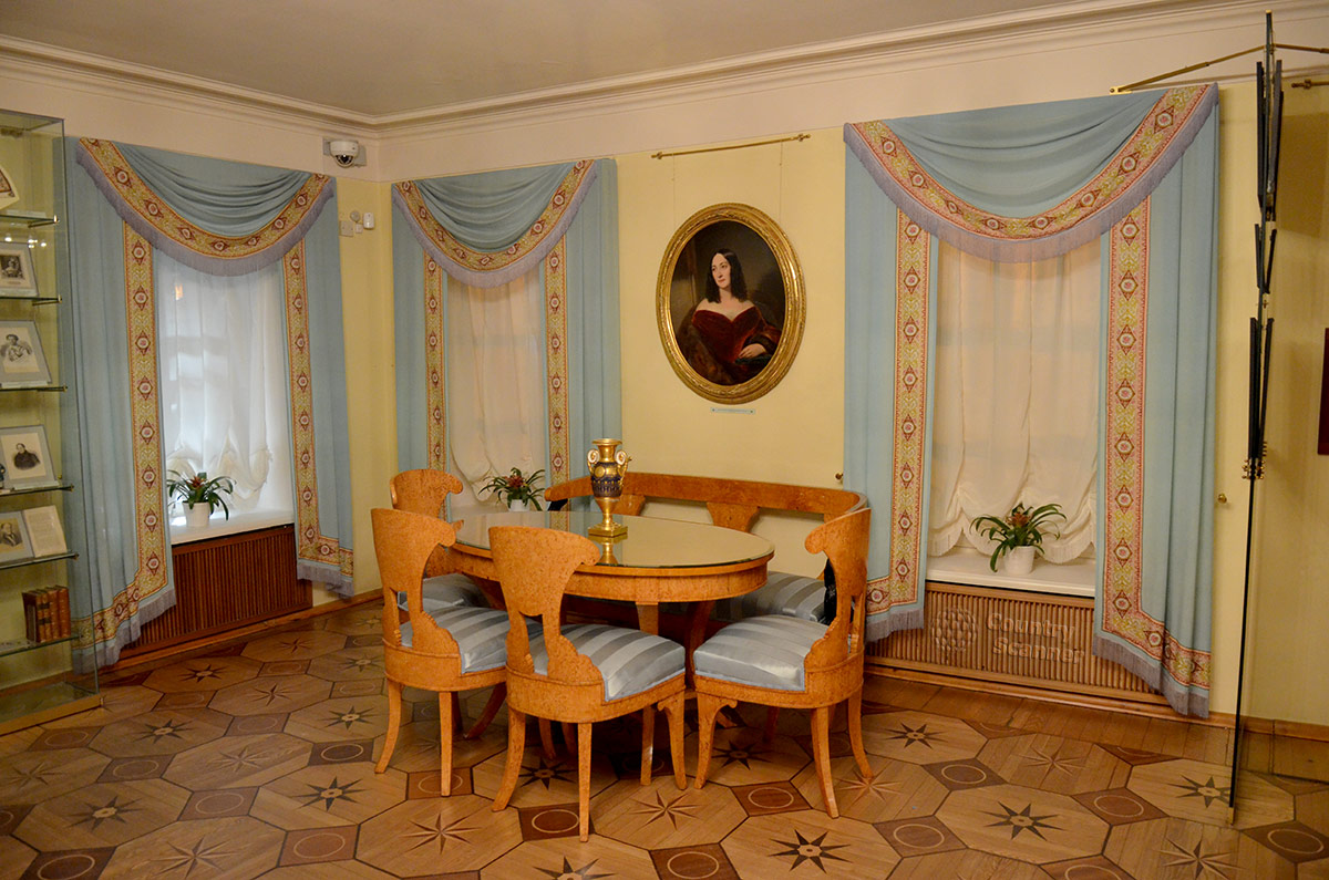 Первый зал нижнего этажа особняка Хитрово, нынешней мемориальной квартиры Пушкина на Арбате.