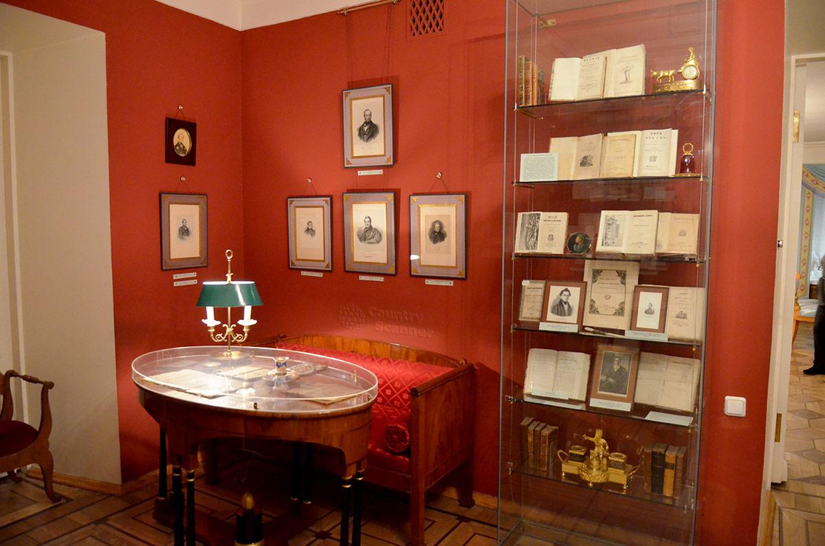 Уголок одной из комнат квартиры Пушкина на Арбате, на первом этаже особняка.