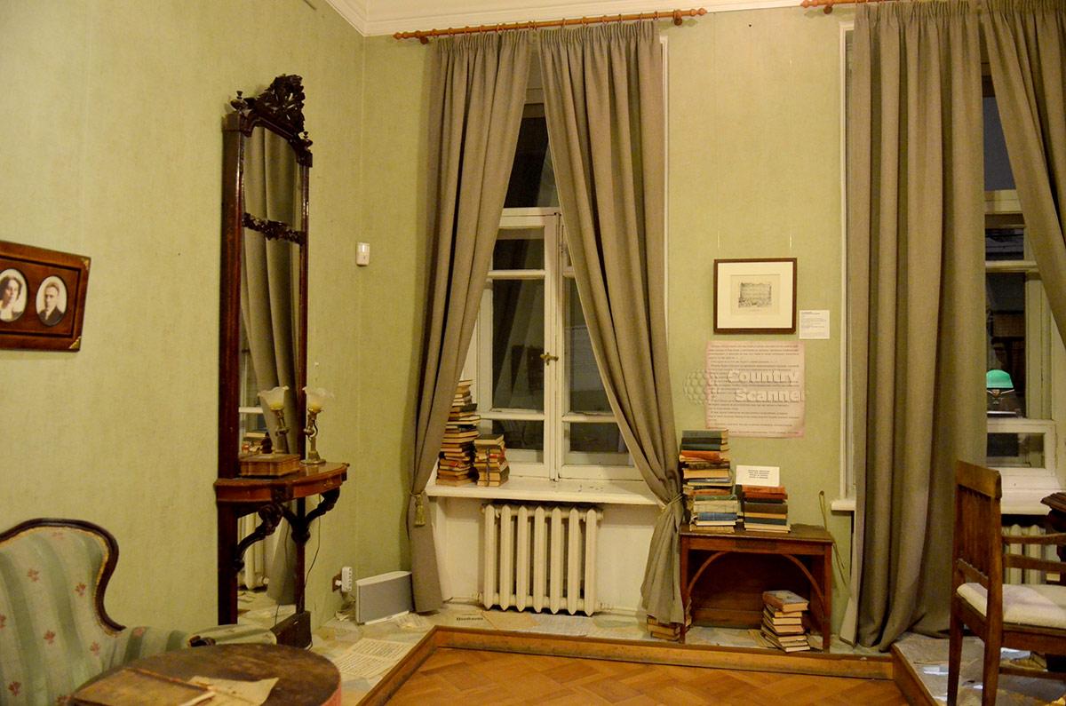Музей Булгакова. Другой ракурс в этой же комнате.