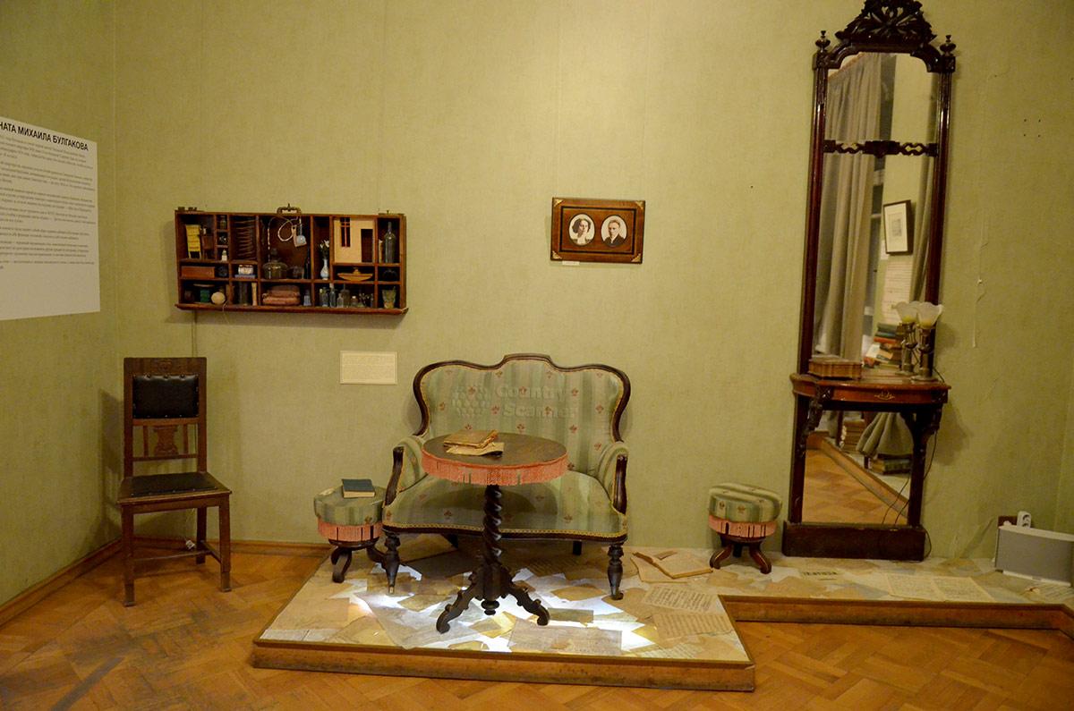 Уголок семейного отдыха. Музей Булгакова, место обитания супружеской четы.