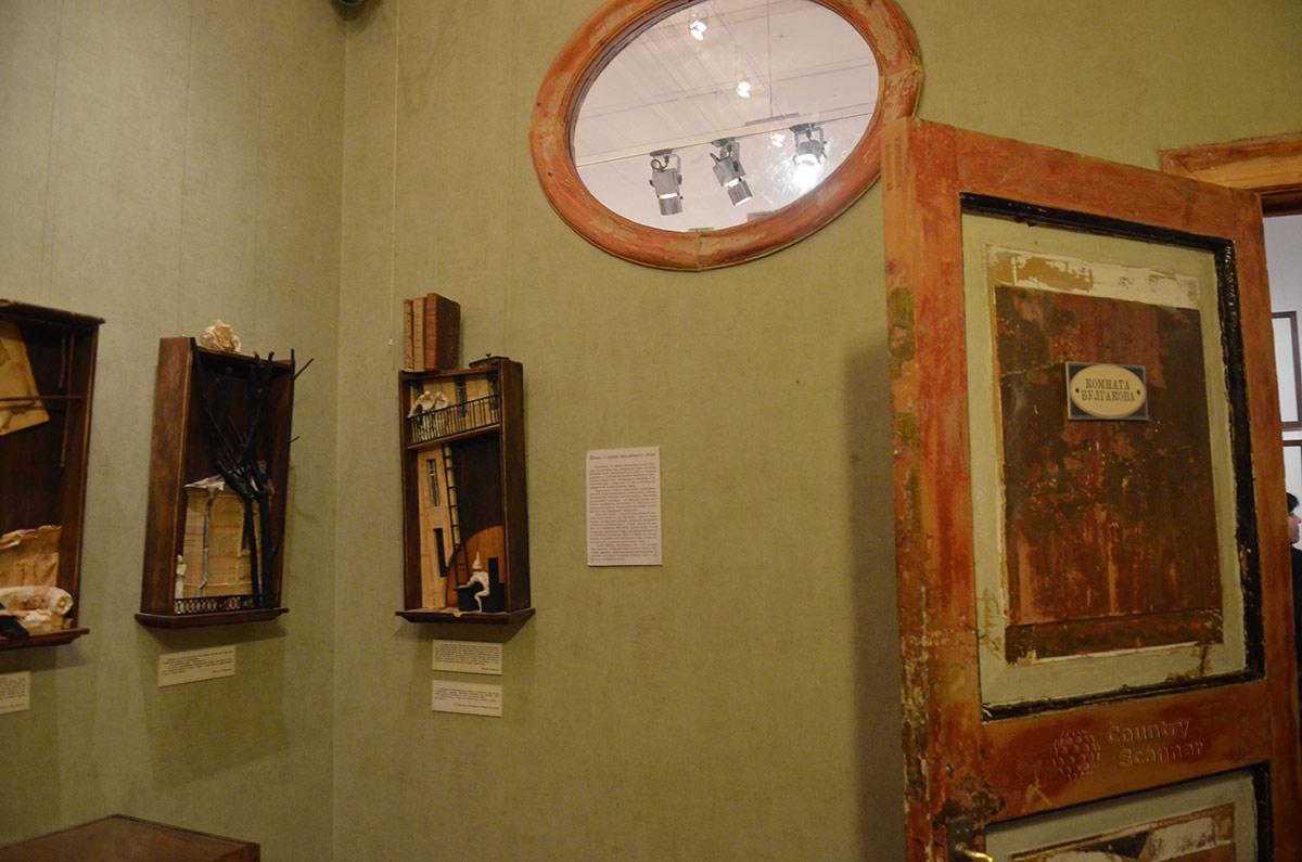 Музей Булгакова. Первый взгляд на комнату писателя.