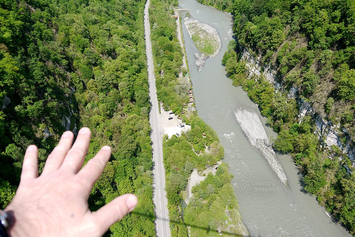 Скайпарк. Реликтовые леса и горная река.
