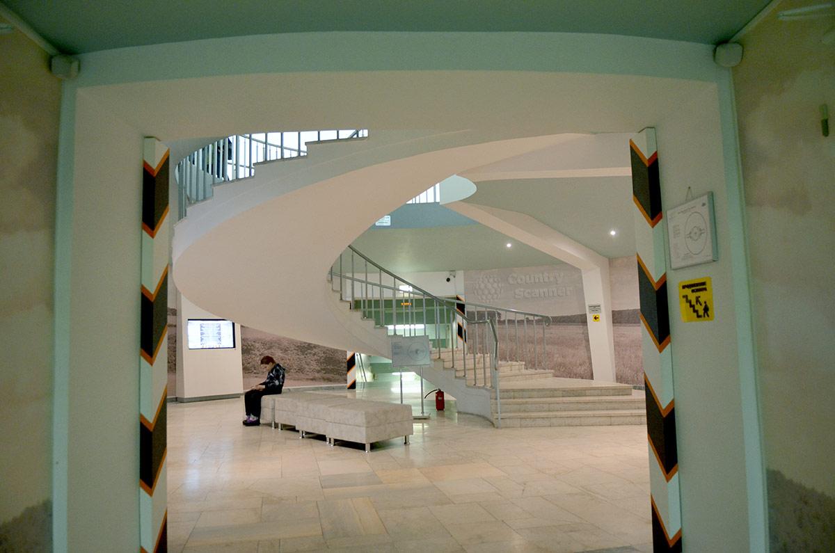 Музей бородинской панорамы. Винтовая лестница, ведущая к главному экспонату.