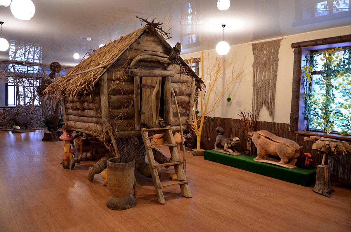 Музей Лес-Чудодей. Избушка на курьих ножках.