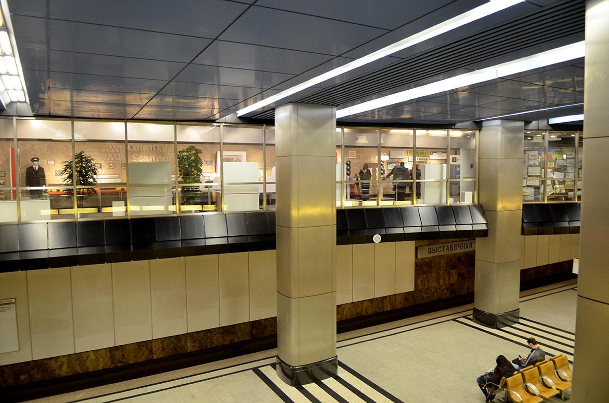 Пассажирская платформа станции Выставочная, где сейчас находятся экспонаты музея метро.