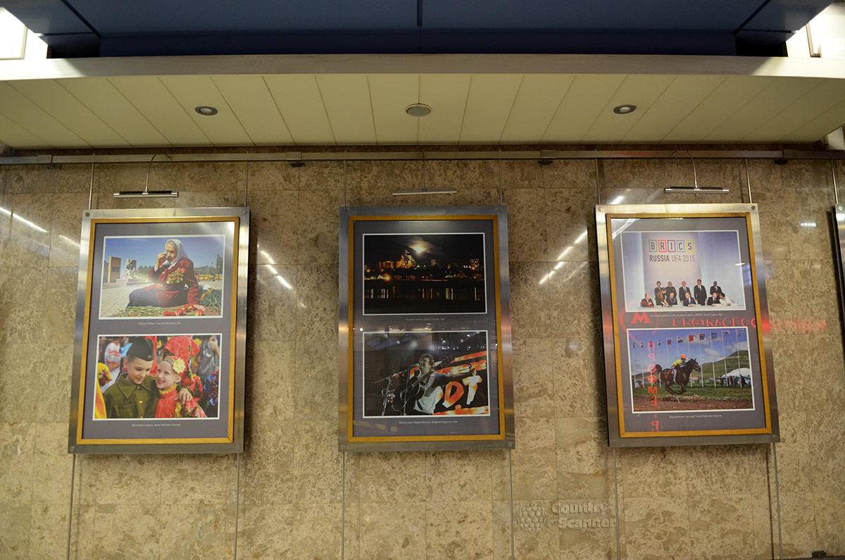 Выставка фоторабот в галерее по соседству с музеем метро.