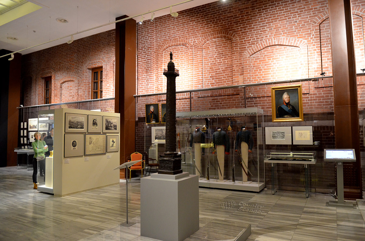 Уменьшенная копия Вандомской колонны – символа побед Великой армии Наполеона. Экспонат музея войны 1812 года.