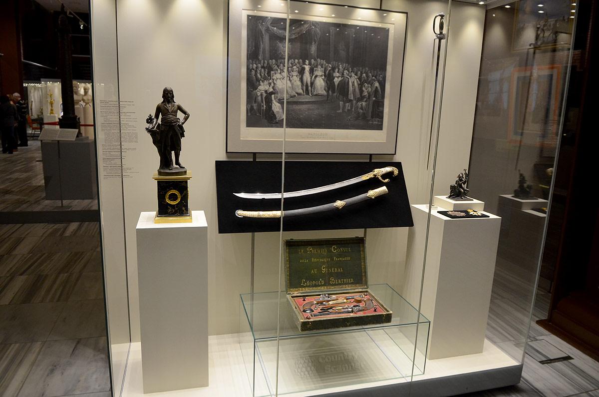 Сабля Наполеона в музее войны 1812 года, подаренная им русскому эмиссару графу Шувалову за обеспечение безопасности от собственных подданных.